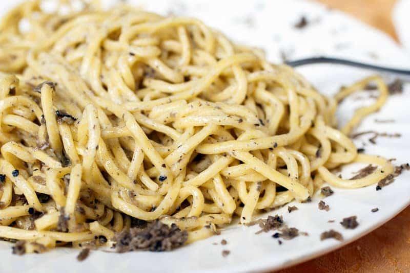strangozzi-al-tartufo-nero-ricetta-umbriastrangozzi-al-tartufo-nero-ricetta-umbria